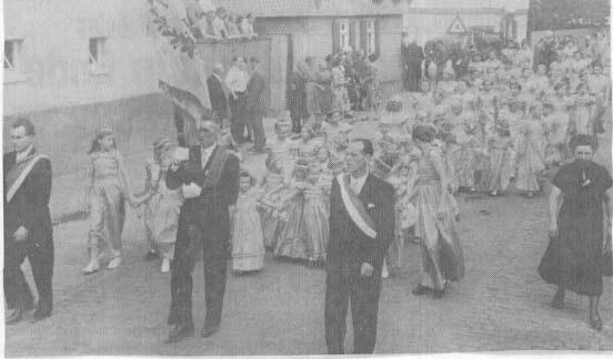 Festumzug durch Bischofsheim 1954